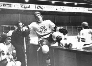 """1971. Björn """"Nalle"""" Johansson under sista säsongen med ÖSK-märket på tröjan. Året efter skapades Örebro IK. Foto: Sven Persson/NA"""