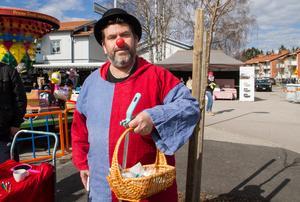 Clownen Eddie från Cirkus Uthopia  delade ut godis.