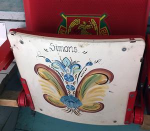 Jan Simons specialmålade stol i Jalas Arena.