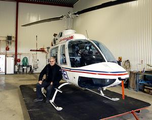 Curt har helikoptercertifikat och flyger någon gång i veckan med helikoptern som han delar med en annan företagare.