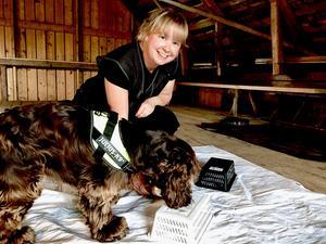 """Petra Josefsson tillsammans med cockerspanieln Vivi. """"Man lär sig läsa av sin hunds signaler. Vivi har utvecklats jättemycket"""", säger Petra."""