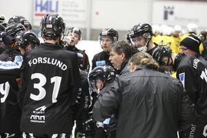 Redan efter 19.03 tog Joakim Forslund en timeout för Sandviken.