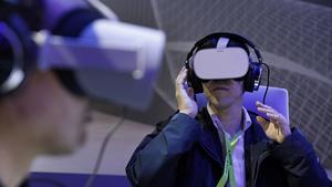 Foto: John Locher, AP.  VR-headsets vid en mässa i Las Vegas.