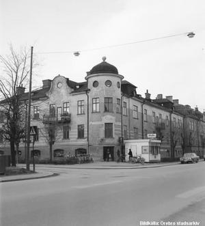 Korsningen Skolgatan – Strömersgatan, 1970-tal. Fotograf: Okänd (Bildkälla: Örebro stadsarkiv)