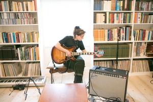 Ljuset och musiken flödar hemma hos familjen Söderqvist.