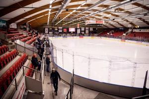 Almtunas klubbchef Andreas Klingberg tror på fullsatt när Leksand besöker Gränbyhallen. Foto: Erik Simander/Bildbyrån
