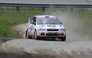 Patrik Pettersson, snabbast av alla på Backabanan, i sin Mitsubishi.