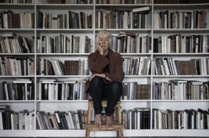 Ingen Alfvén skriver i sin nya roman om Lollo som försöker förstå relationen till sin döda tvillingsyster Pi. Bild: Caroline Andersson