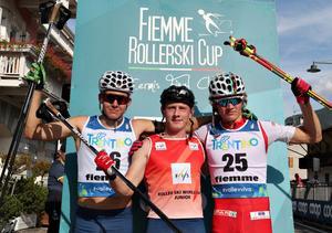 Truls Gisselman (till vänster) som god tvåa i världscupen, i mitten skolkamraten och segraren Johan Ekberg.