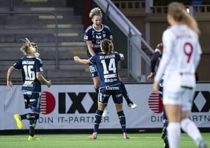 Lina Hurtig jublar efter ett av sina åtta mål i Damallsvenskan förra året. Foto: Johan Nilsson/TT
