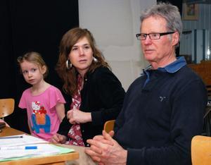 Vid domarbordet Gunnar Sundell med dotter Jenny och längst till vänster Rebecca Andrén.