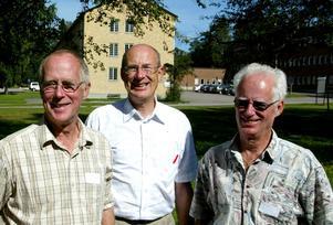 Bröderna Göran, Per-Olof och Lars Osterman i samband med en återträff på sjukhusområdet 2005.