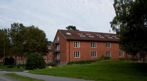 Flera av kasernerna på Campus Roslagen har byggts om till studentbostäder. Foto: Jennifer Ström