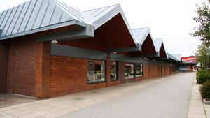 Ängsgårdens vårdcentral är tänkt att flytta in i gamla Järniahuset i Surahammars centrum.
