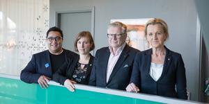 Efter fyra veckors förhandlingar kunde David Winerdal (KD), Hanna Klingborg (MP), Tage Gripenstam (C) och Boel Godner (S) till slut presentera huvuddragen i sin politik för de kommande fyra åren.