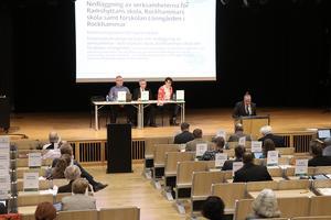Framtiden för byskolorna i Ramshyttan och Rockhammar diskuterades i kommunfullmäktige på torsdagskvällen.