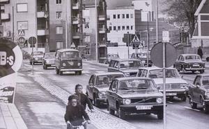 Mycket trafik i Oxbacken 1974.