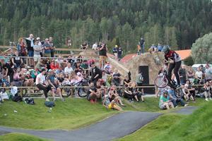 Red Bull pump track VM-kvalet i Järvsö lockade storpublik, och  Filip Paalanen hade topptider under träningsvarven.