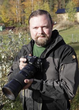Jim Bäck har gett ut en kalender med fåglar från området kring Hedeviken.
