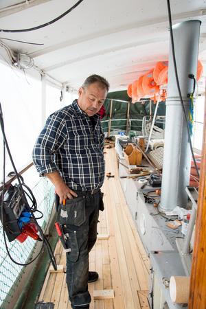 Alma af Stafre är en av Sveriges äldsta fungerande ångbåtar från 1873. Hon ska få ett nytt och slitstarkt däck av  sibiriskt lärkträ. En renovering som är möjlig genom bidrag från Riksantikvarieämbetet på en kvarts miljon.