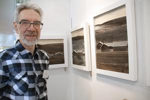 Lars Erik Hansson från Orsa skapar med återvunnet trä i olika nyanser.