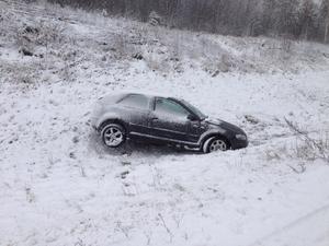 Det är oklart om någon skadats i olyckan mellan Djurås och Mockfjärd.