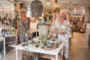 Kläder, inredning, konst, blommor, kafé och mer därtill hittar man i butiken Affair på Öster Mälarstrand.