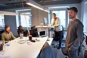 Först på plats i nya lokalerna hos House Be i Åre är från höger Johan Formgren, Erik Nilsson, Biniyan Haile och Jonte Edvardsson