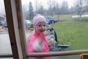 En av de yngsta besökarna var Ebba Dam, som passade på att ta sig en tur utomhus också.