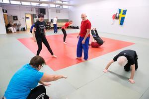 Benny Nyström under en träning i Rättviks judoklubbs lokaler.