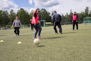 Gåfotboll spelas varje fredag klockan 14 på Ösmo IP.