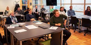 Lärarassistenterna på plats vid Lärcentrum på Sambiblioteket för utbildning. Foto: Härnösand kommun