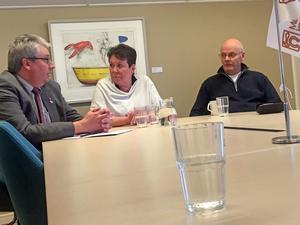 Hans Unander (kommunalråd), Lilian Olsson (partiordförande) och Kurt Podgorski (styrelseordförande Vamas) presenterade socialdemokraternas förslag om nolltaxa.