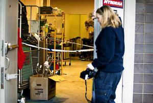 Avspärrningar i Myrornas butik på Stora gatan i Västerås efter att Amanoel Georges attackerat och dödat sin hustru inne i butiken.