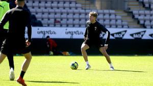 Martin Broberg är redo för återkomst i ÖSK-tröjan. Mittfältaren gav klartecken till spel mot AIK efter onsdagsträningen. Nu återstår det att se om tränaren Axel Kjäll håller med om att nyförvärvet från norska Odd är tillräckligt återställd för att medverka i hemmamatchen på långfredagen.