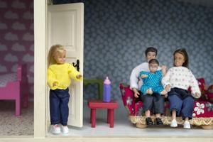SD:s familjepolitik är ett steg tillbaka, enligt skribenten.