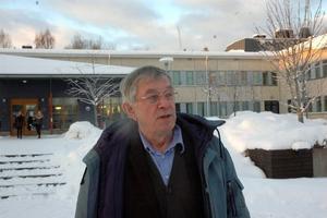 LÄRARrÖST. Anders Hiller, lärare i svenska och filosofi, gillar Odd Johnsen men säger att han inte kan uttala sig om ekonomi.