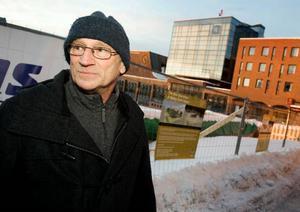 Harry Bodlund, Östersund:–Jag har ingen erfarenhet av det där och skulle inte klara av att ladda ner något. Men om jag kunde så skulle jag nog göra det. Man är sig själv närmast och kan man få något gratis så tar man väl chansen.
