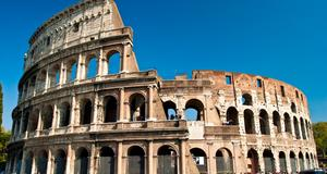 Colosseum i Rom har börjat luta.