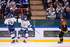 Leksandsspelarna Jon Knuts och Martin Karlsson är lagets pride-ambassadörer och hyllas av klubbens vd: