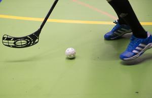 Insändarskribenterna anser att fler kommuner borde bygga nya idrottshallar.