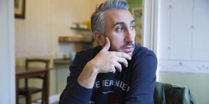 Hopig Khachadourian kom till Sverige 2018. Han är fotokonstnär som väntar på uppehållstillstånd i Sverige.