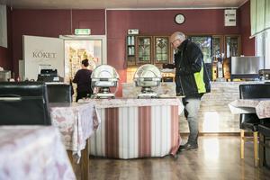 Under dagen besöker många gäster restaurangen och testar dagens buffé.