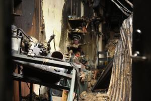 Räddningstjänsten arbetade för att släcka branden fram till och med lördagens morgon.