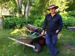 Trädgårdsmästaren Ingemar Blomqvist ansvarar för att  både naturparken och alla trädgårdsrum hålls i förnämligt skick.
