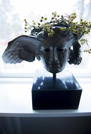 Under en resa till Capri i Italien hittade Jeanette och maken Peter en skulptur med namnet Hypnos.