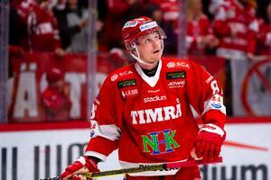 Jens Lööke spelade i förstakedjan i premiären mot Vita Hästen, men fick byta omgivning senast mot SSK. Nu är han tillbaka i kedjan med Dahlén och Lundin.