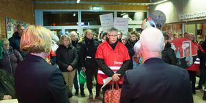 Vänsterpartiet ställer sig bakom fackförbundens protester och krav på åtgärder för att minska arbetsbelastningen och öka antalet kollegor för våra anställda, men vi vill också se en hög kvalitet på utbildning, omsorg och vård, skriver Catarina Wahlgren, Britt-Marie Bardon och Ola Nordstrand.