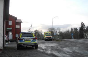 Polis, ambulans och personal från bussbolaget fanns på plats vid skolan under onsdagsförmiddagen för att informera och informeras.