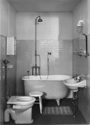 Alla skulle ha möjligheten att tvätta sig på 1930-talet. I små badrum kunde det installeras ett